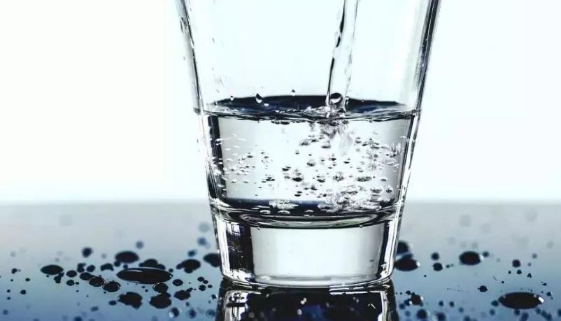 长期饮用白开水,身体会发生哪些变化?什么样的水喝着才安全?