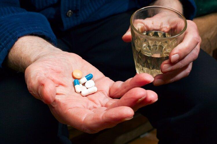 頭孢配酒,說走就走!除了頭孢,這13種藥也別沾酒,你在吃嗎?