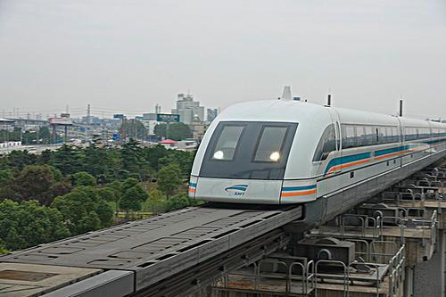 时速高达600公里的高速磁悬浮列车正式下线,和高铁有什么不同?