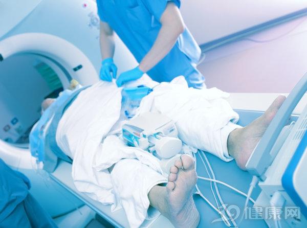 腿麻2个月,原来是肿瘤作怪!医生提醒:手脚发麻可能是大病征兆
