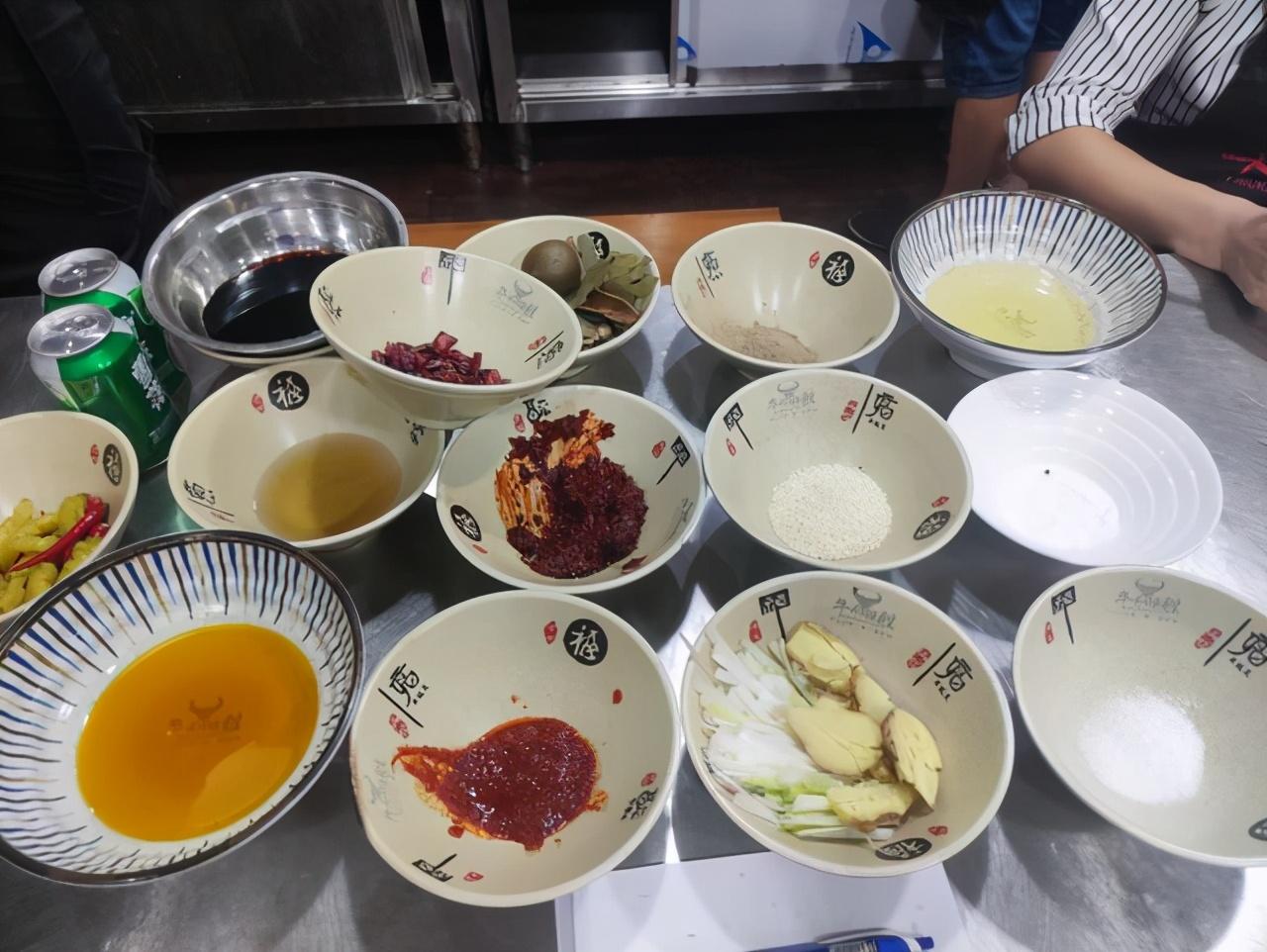 安徽传承百年的牛肉汤,老板没花一分钱宣传,食客从外地驱车来喝