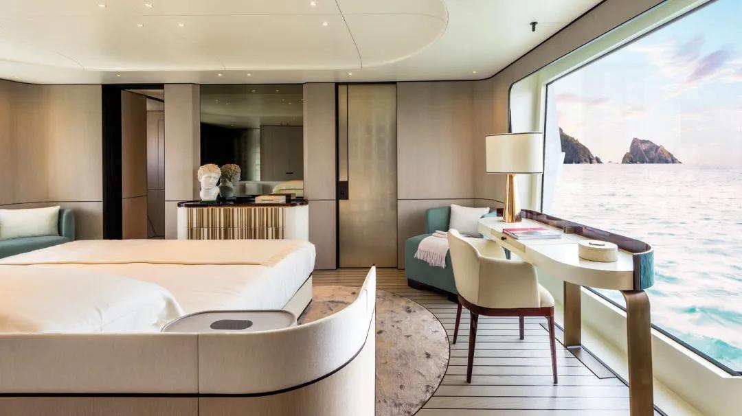 35米长的阿兹慕超级游艇,演绎着时代艺术风格与空间的设计杰作
