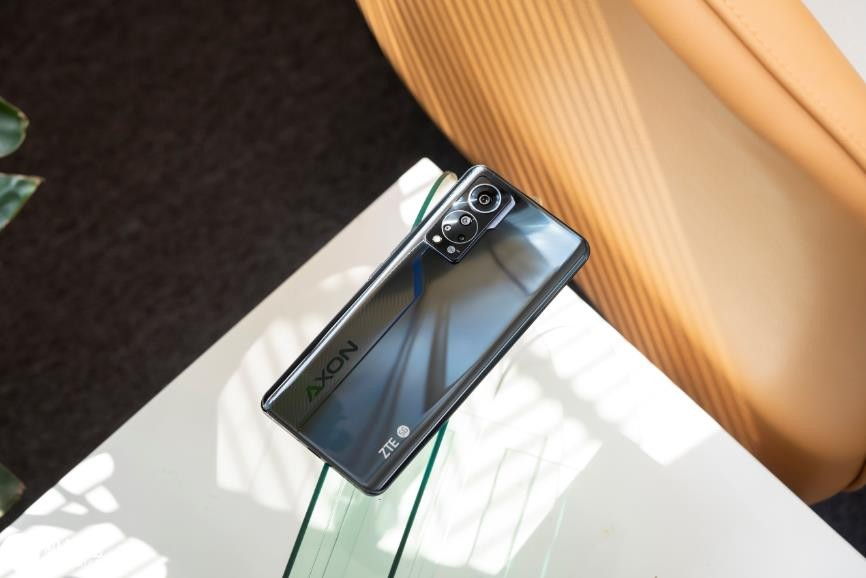 测试+建议:选择屏下摄像头手机的利与弊