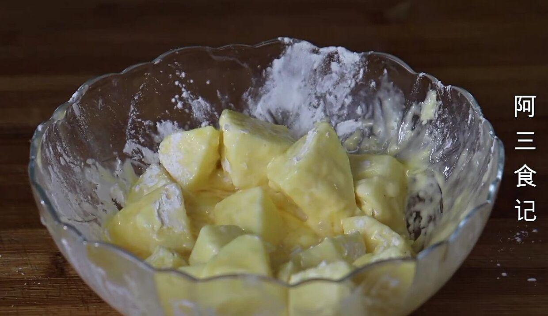 天冷了,苹果别直接吃,淋入鸡蛋液,香甜酥脆又解馋,比肉还香