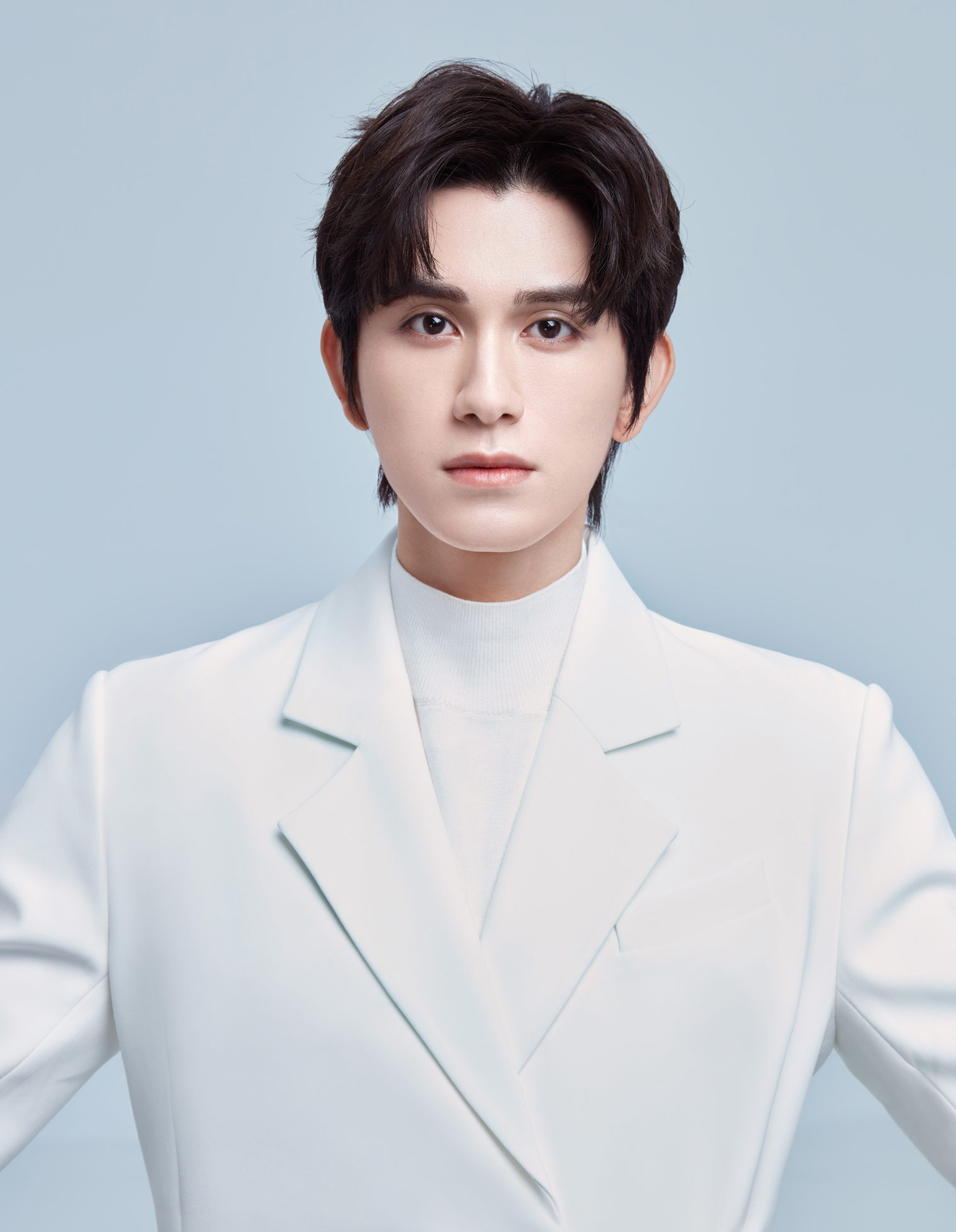 朱赞锦主演《武林有骄气》正式开机 白色西装写真尽显儒雅气质