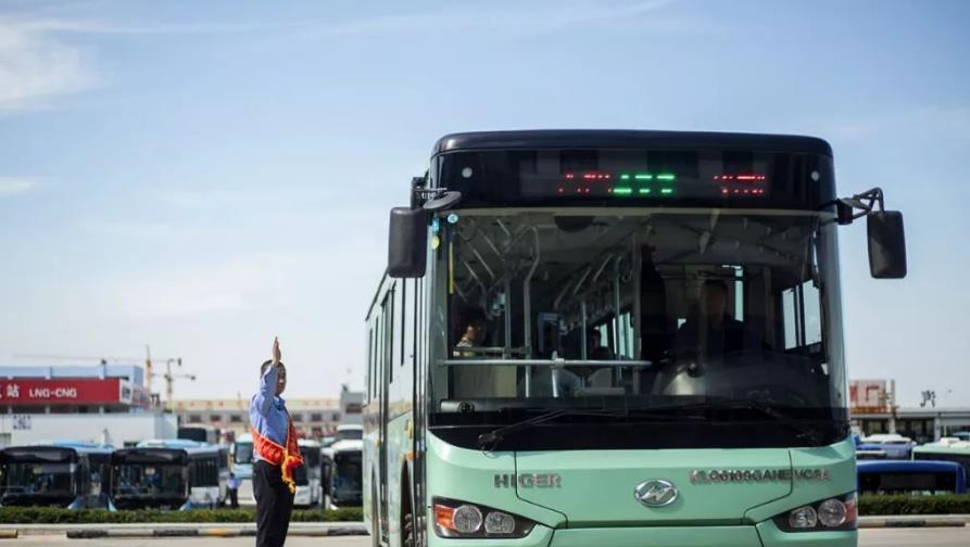 公交车上,对弱者视而不见,不愿意让座的人,往往是以下几种心态