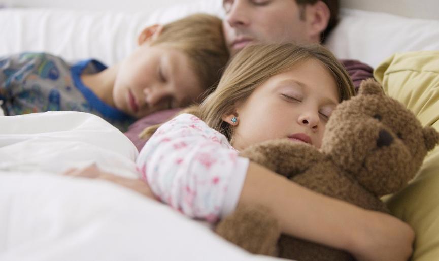 """孩子睡姿看似千奇百怪,实则暗藏玄机,不同的睡姿暗示""""脾气"""""""