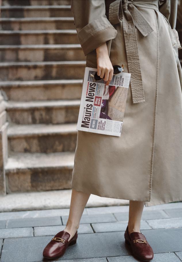 """秋季风衣不仅""""遮肉显瘦"""",在细节中也透露高级感,这样穿太实在"""