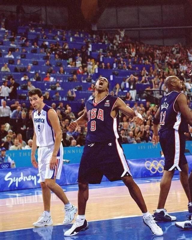 【影片】回味經典 | 飛躍2米18法國中鋒,半人半神奧運會上演「死亡之扣」!-籃球圈