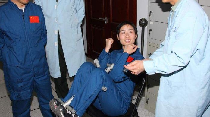 2012年,美女航天员刘洋返回地球后,现在干嘛去了?