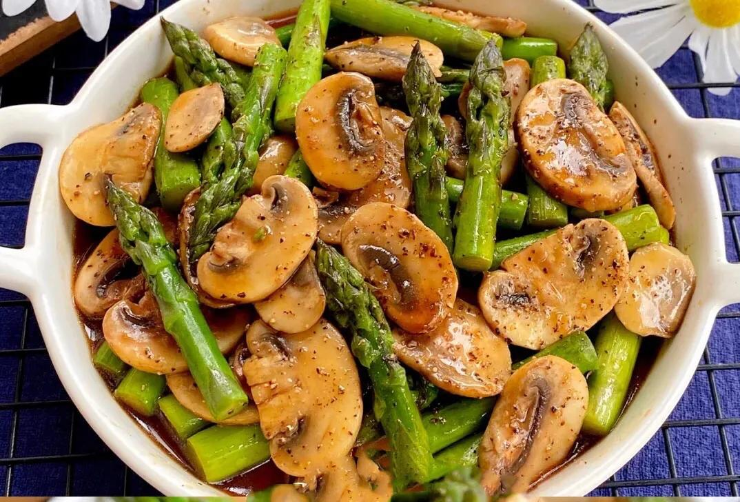 低脂低卡黑椒芦笋炒口菇(适合减肥的人) 美食做法 第1张