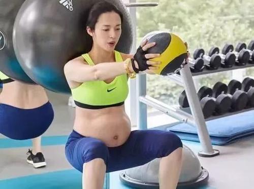 吉娜怀孕7个月被骂惨,霍思燕笑了,水肿、肥胖但我是最美孕妇