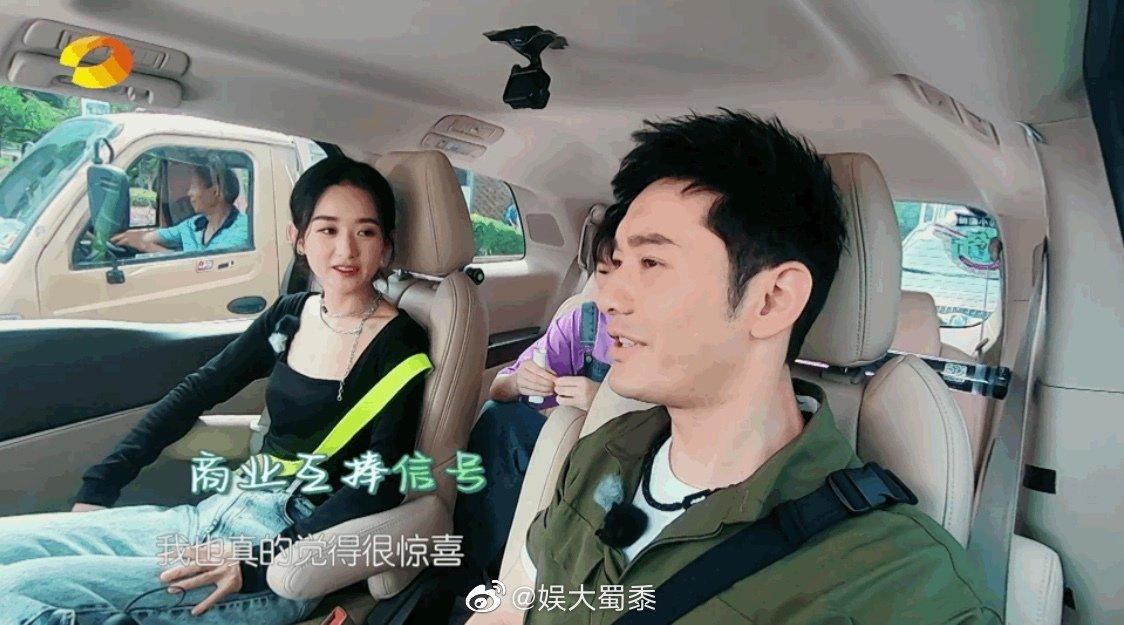 赵丽颖录节目偶遇阿姨粉,她的真实反应,红是有原因的,好有礼貌