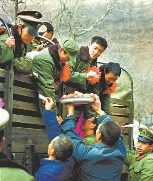 1985年百万裁军,很多部队领导不服,邓小平:头头不通调头头