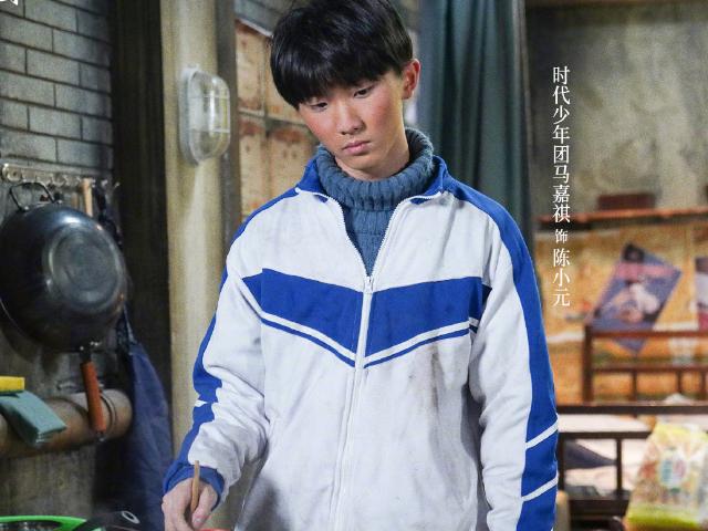 马嘉祺演员3最新扮相,穿校服脸蛋通红,未来将超越易烊千玺?