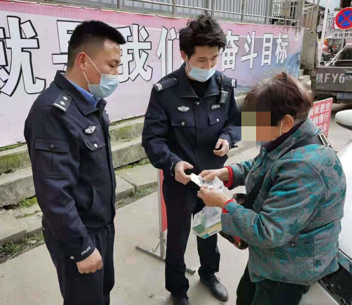 镇巴公安:七旬老人百里要账起冲突 民警调解化矛盾