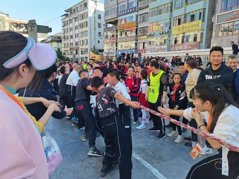 雷波县城关小学举行第58届学生运动会