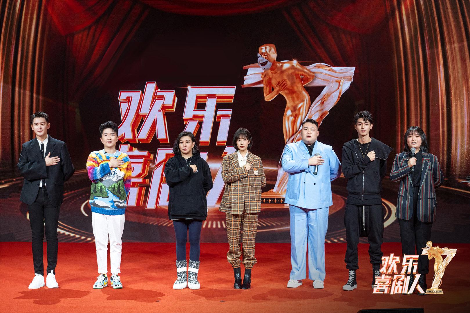 《欢乐喜剧人》开播满屏尴尬,辽宁民间艺术团撑场,李雪琴有惊喜