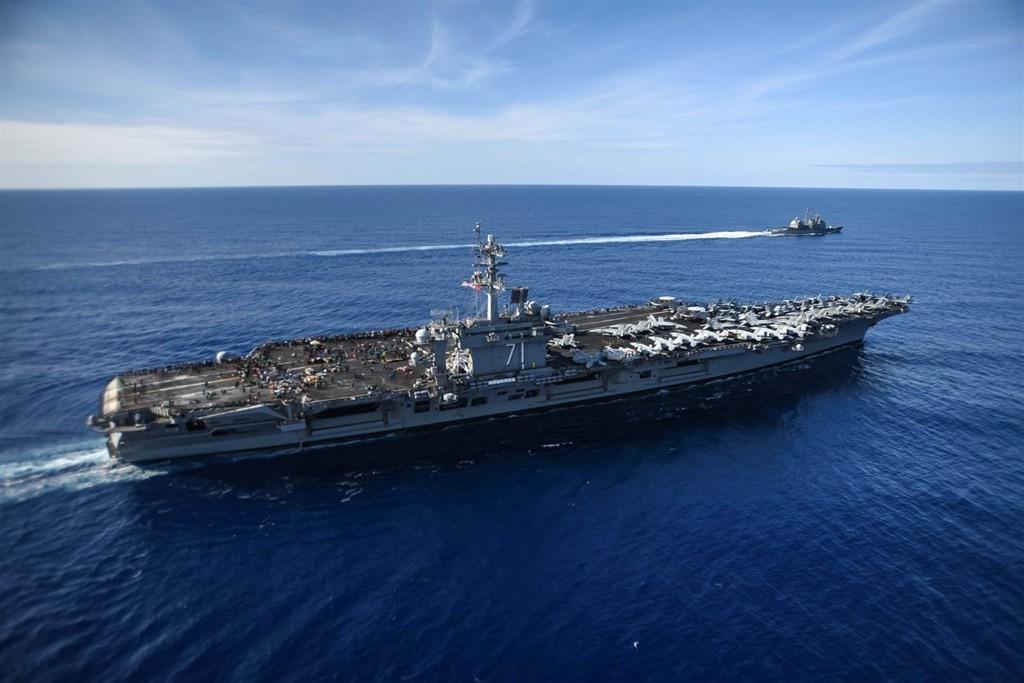 """罗斯福号航母返回北美,解放军山东舰果断出航进入南海,中国不再""""退一步海阔天空"""""""
