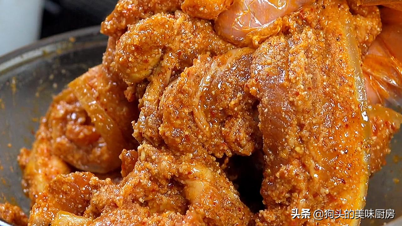 五花肉不红烧了,教你秘制的做法,上锅一蒸,下饭又解馋,太香了 美食做法 第11张