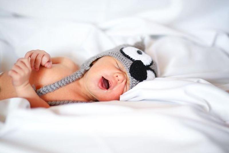 外孙女早产一个月,姥姥亲手缝制百家被祈福,一针一线都是爱