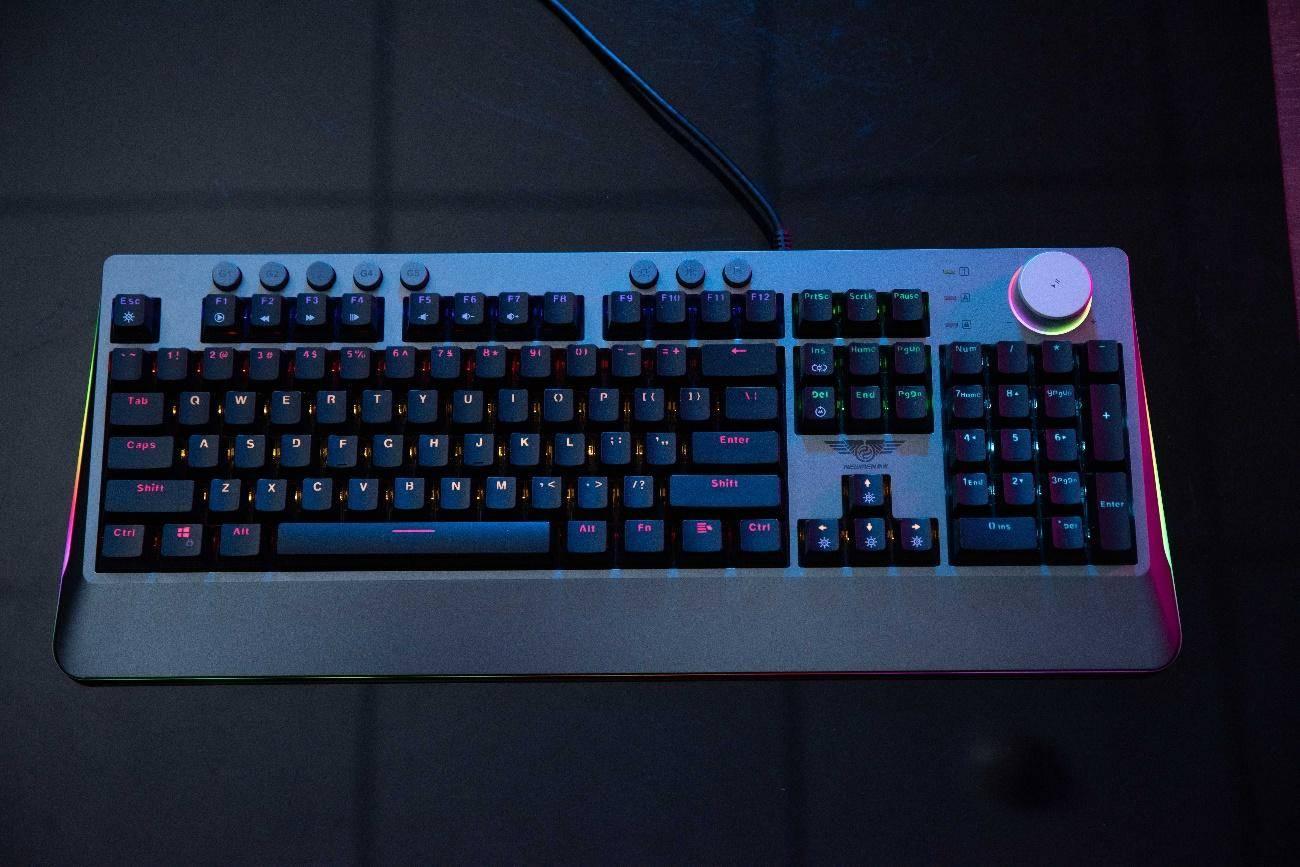 畅玩游戏,新贵GM700机械键盘评测