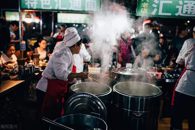 咸阳有亚洲最大露天面摊,日销近一万碗,汇通面不到10元吃个饱