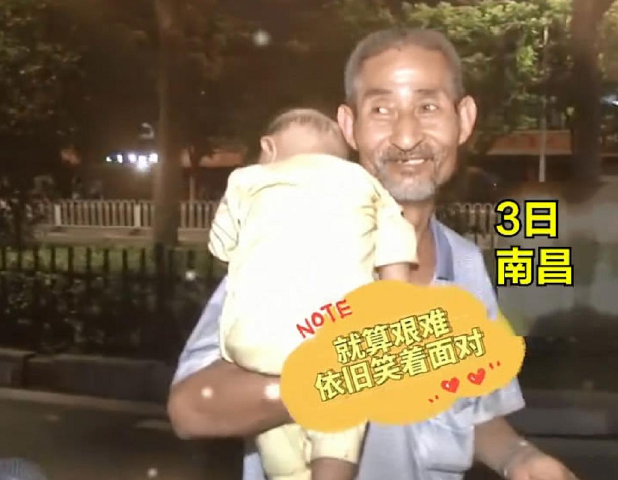 """70岁大爷背着婴儿捡垃圾,去年""""捡""""回家一名孕妇,大爷:不能见死不救"""