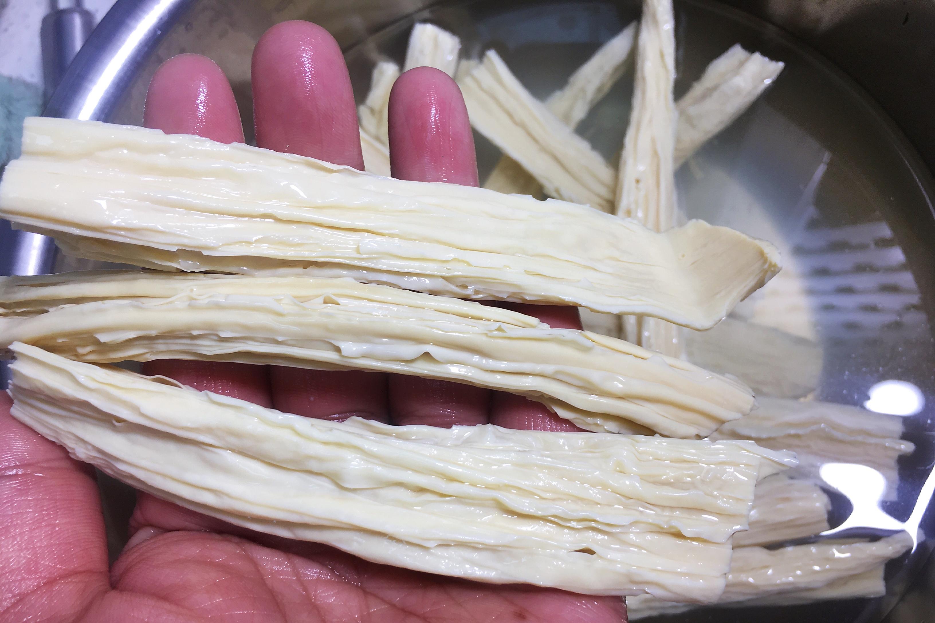 泡腐竹,是用涼水還是熱水? 學會這個竅門,泡得又快又韌還沒硬芯