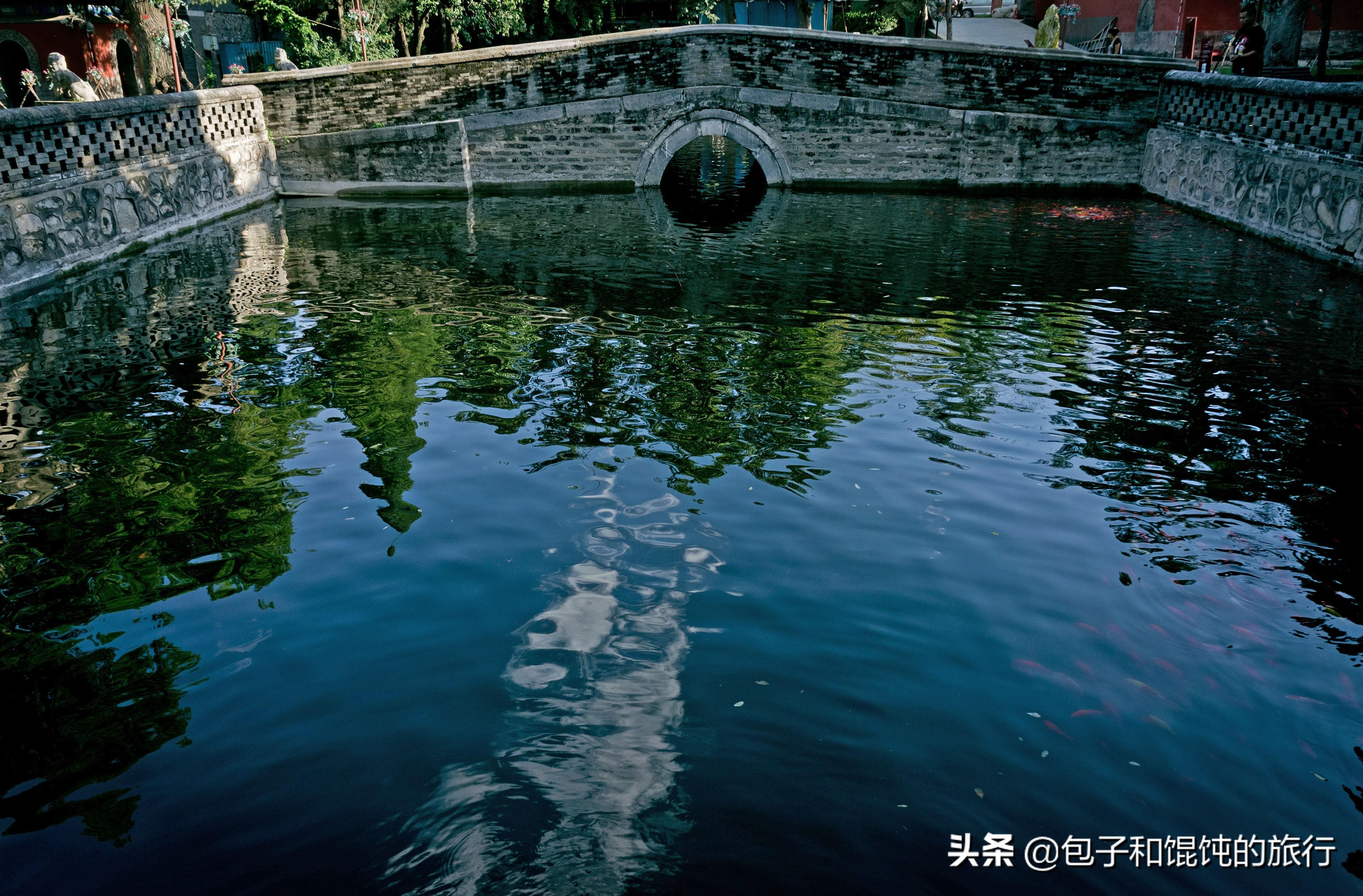 西山大觉寺,一座辽代古刹,景色美得没话说,秋天千年古树金黄