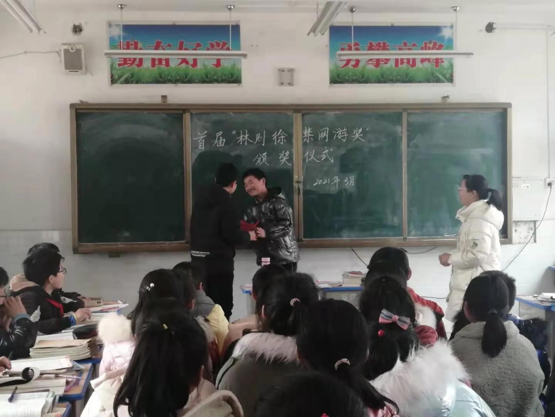 """首个民间""""禁网游奖""""颁奖,全国人大代表李秀香获奖"""