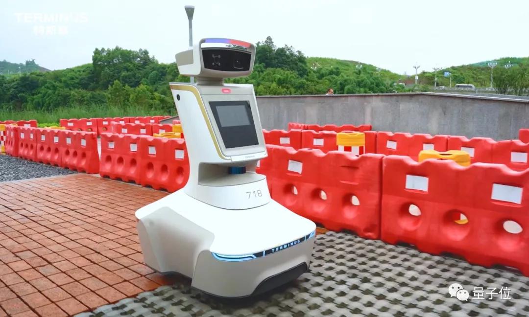 机器人组团到城市打工,第一站果然是赛博朋克城
