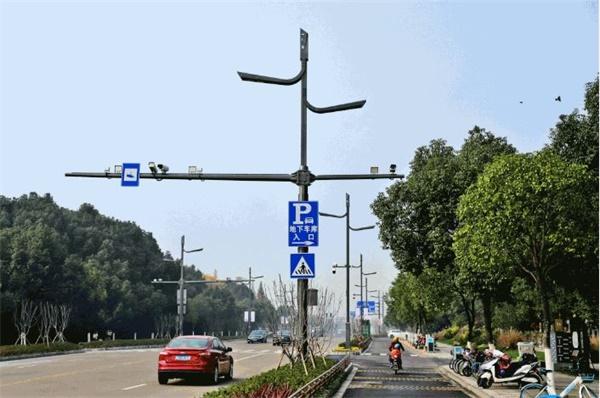 5G智能网关在交通综合杆领域的应用