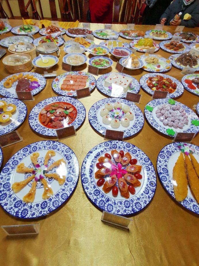 中华饮食文化的饕餮盛宴:满汉全席。