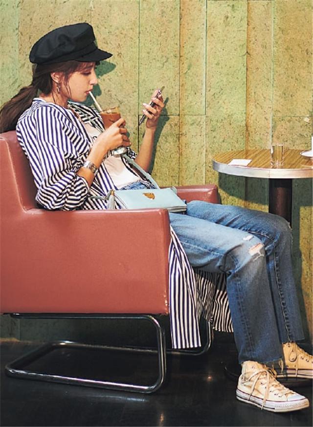 """夏天,时髦精都是如何搭配""""帽子""""的?来学日本小姐姐通勤搭配"""