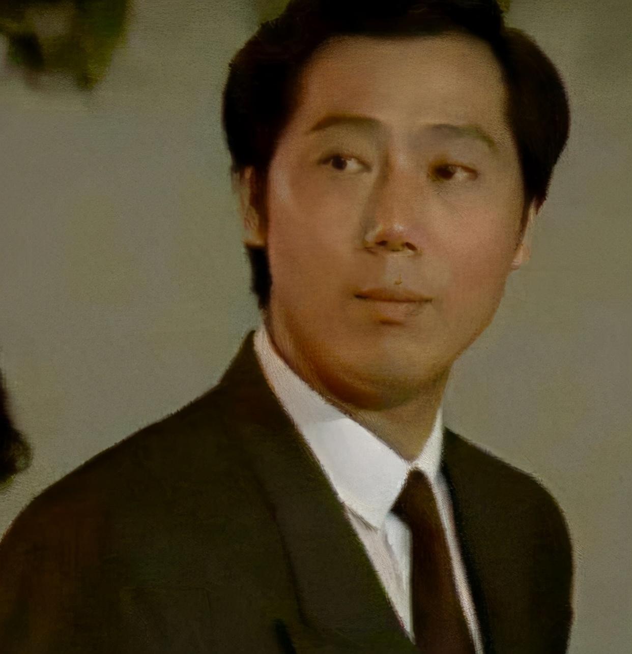 原来李成儒不是光头,后脑勺上还有个小爱心!中年人的小细节