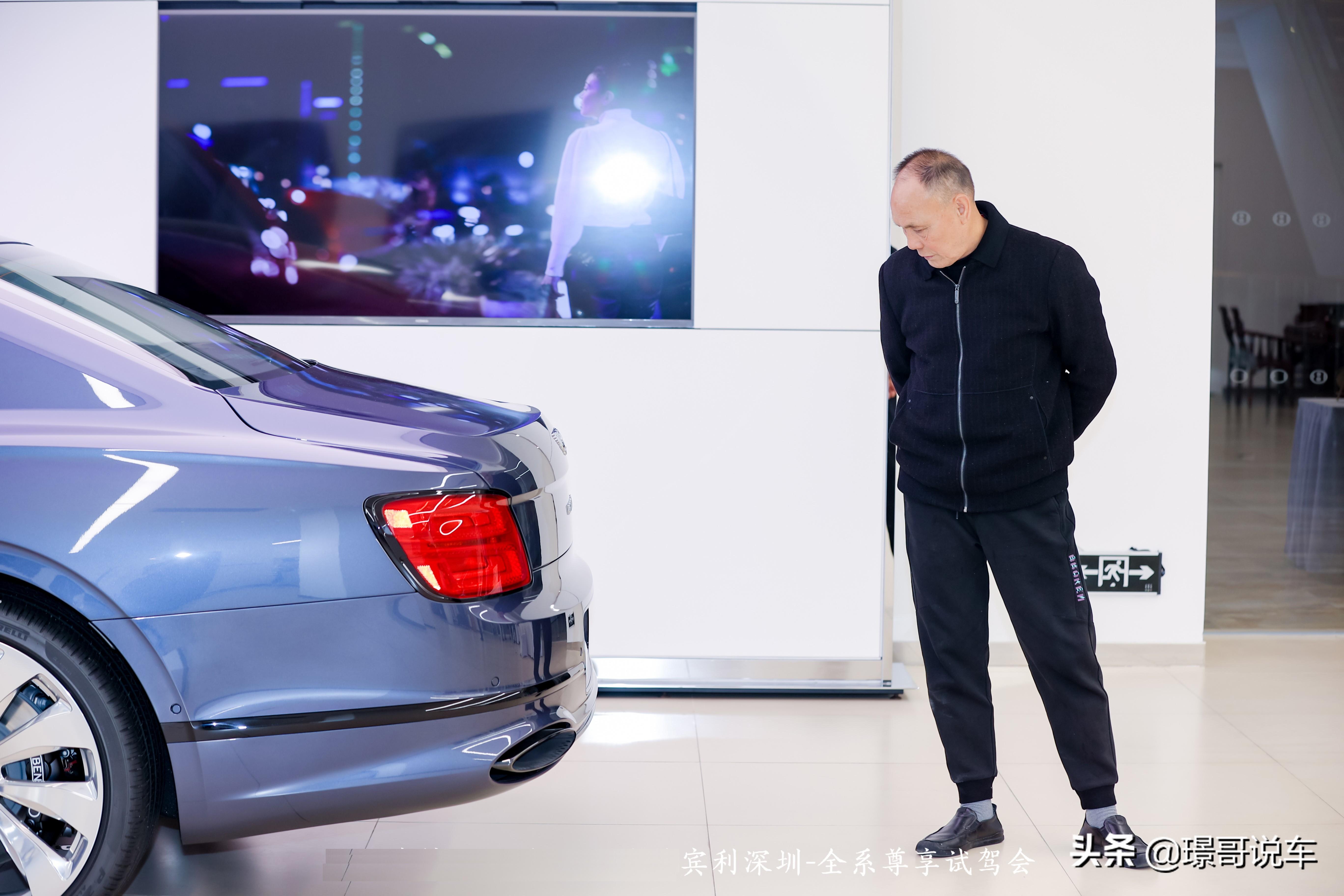 W12与V8的区别?宾利演绎非凡驾乘感受与高性能的平衡艺术