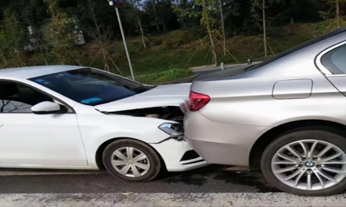 车被追尾了表面没伤痕追尾是前车责任还是后车