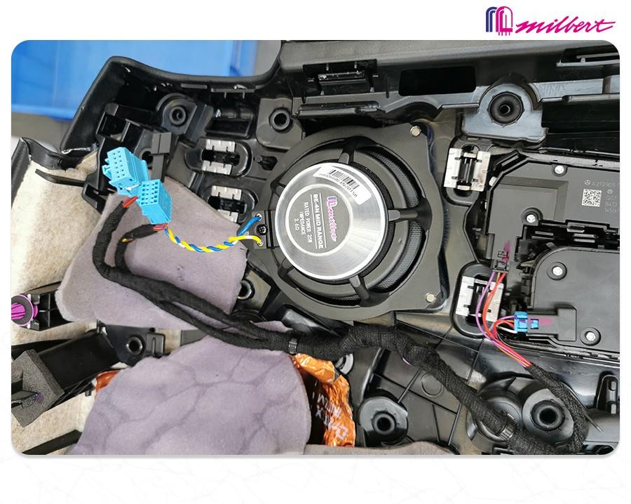 奔驰E300L改装美国迈博特 专车专用三分频秒飞柏林之声