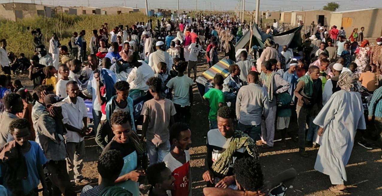 埃塞俄比亚内战开启,大批难民逃亡到苏丹,中国同胞被大使馆救出