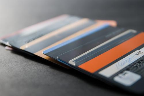 一个人最多可以办理多少张信用卡?总额度最高多少?