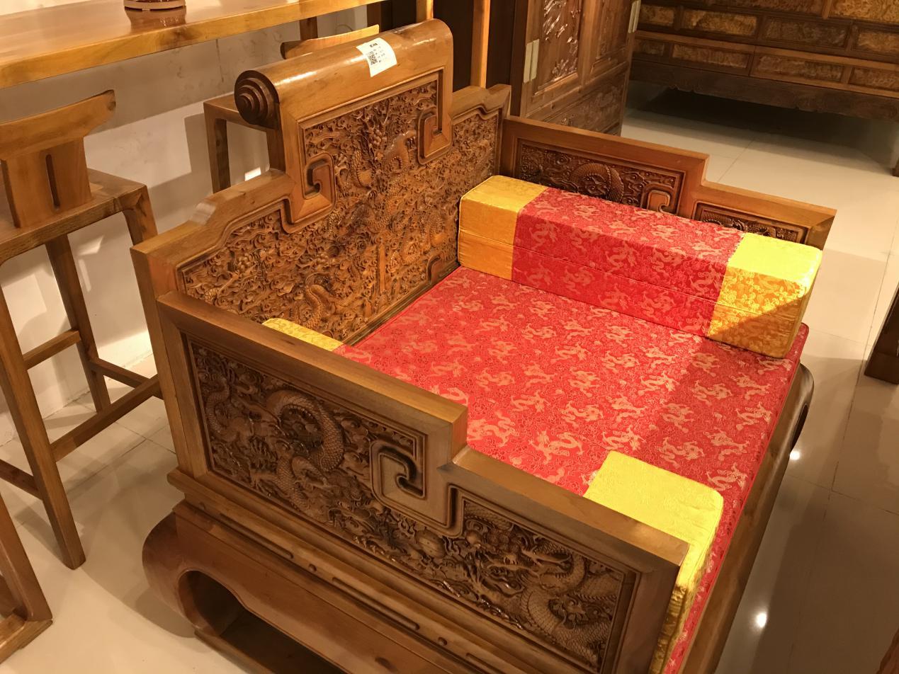 明螭龙、清夔龙。龙纹,红木家具中应用最广的装饰图纹