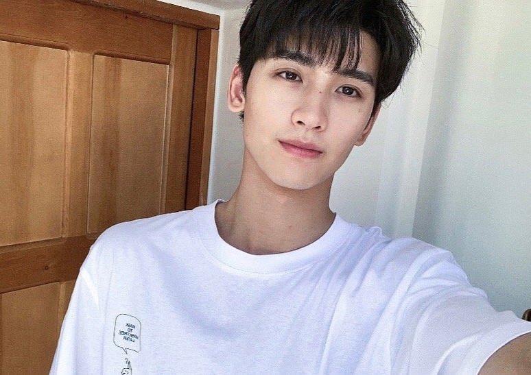 22岁的重庆男演员黄俊捷身高一米八六,未来肯定在时尚圈大火