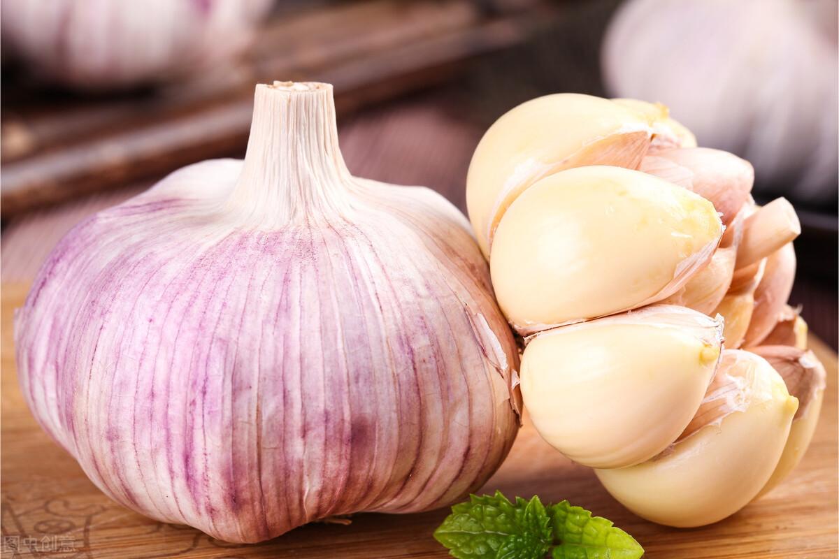 """大蒜是肝脏的""""发物""""?想养护肝脏,这3种食物要少吃,真的很伤肝 皮肤保养 第1张"""