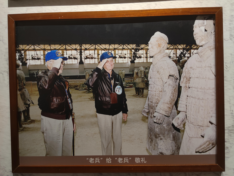 """陕西秦陵博物院""""记录奇迹""""图片展多面诠释秦兵马俑价值"""