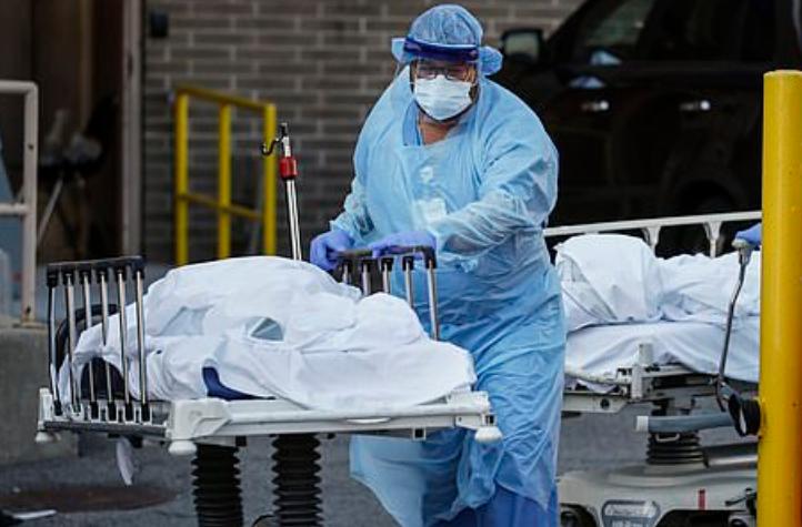 美国疫情太可怕!感染已在加速,1周死1万人,美民众仍四处游荡