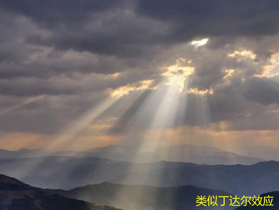 沈阳天空出现巨型光柱奇观!如天梯一样连接地面,专家:自然现象
