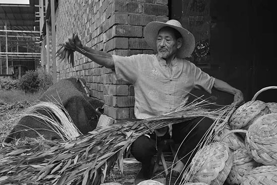 中牟县大孟镇余庄村、非遗传承人关长海:编制美好生活