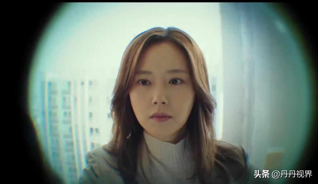 韩国高分悬疑剧《恶之花3》,李准基半夜不陪老婆去加班,有猫腻