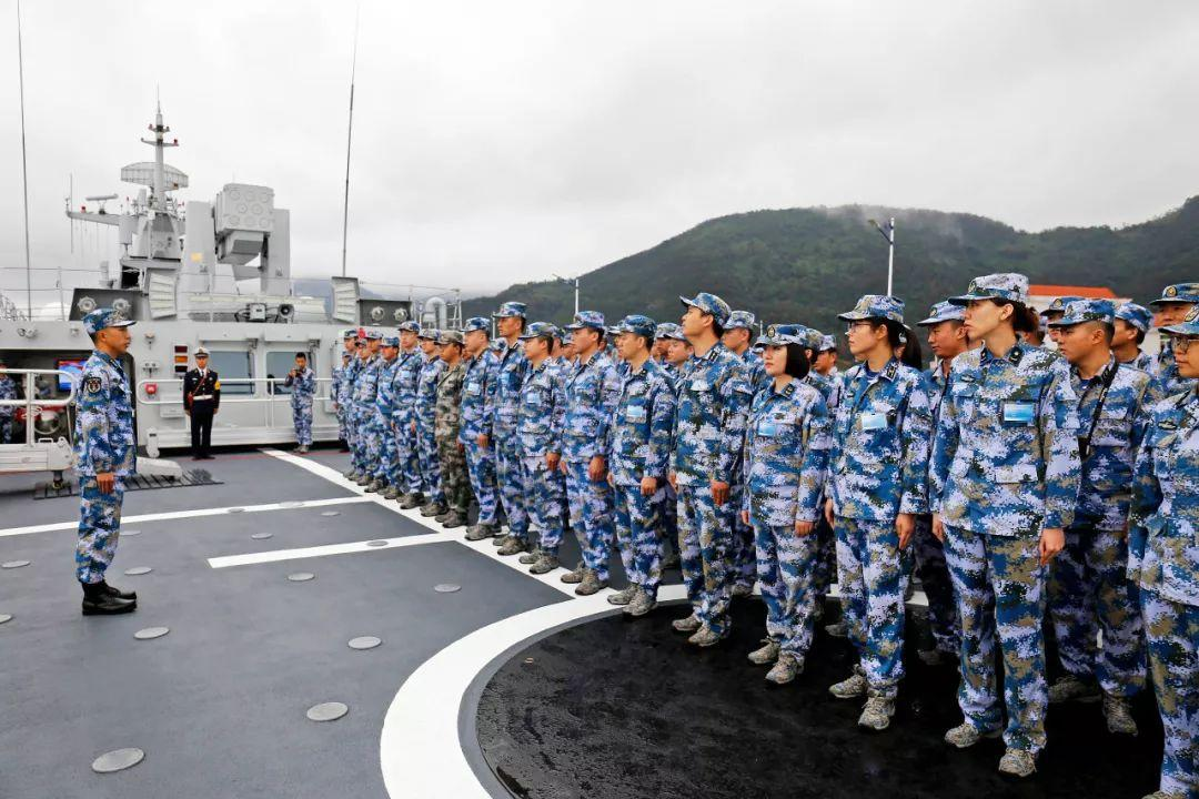 美军舰穿越台湾海峡,我军战区发话了